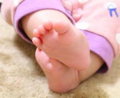 赤ちゃん(女の子)の足