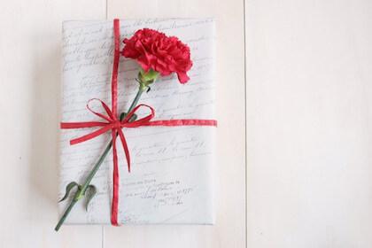 母の日にアメリカではカーネーションを贈るの?由来や贈り物をする意味