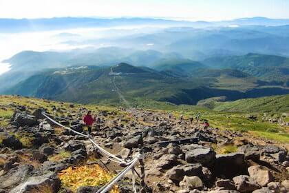 はじめての登山で山頂から見た景色