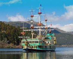 海に浮かぶ海賊船