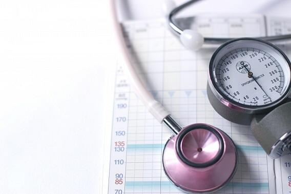 高血圧かどうかを測定する血圧計