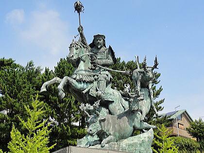 戦國の世に知恵と武力で北條五代の礎を築いた北條早雲公像は ...