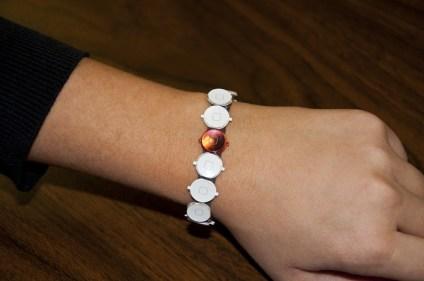 Twice Used - Kickstarter - Hack4Life - Bilder - Armband - Home Buttons