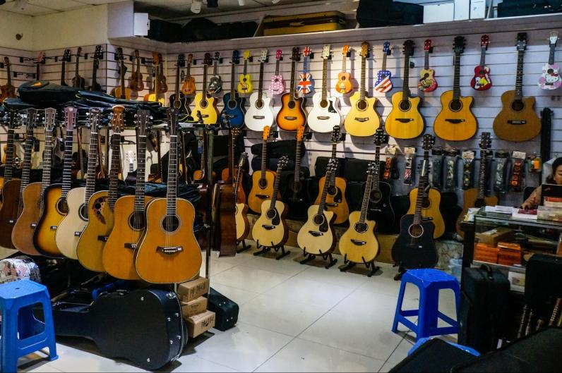 Both Western and Chinese instruments can be found in plentiful supply