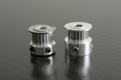 Eccentric, wobbly, low-quality GT2 pulley with backlash (left) / high-quality GT2 pulley (right)