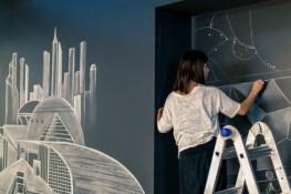 Chalk artist Moe Notsu at work during Opening Night