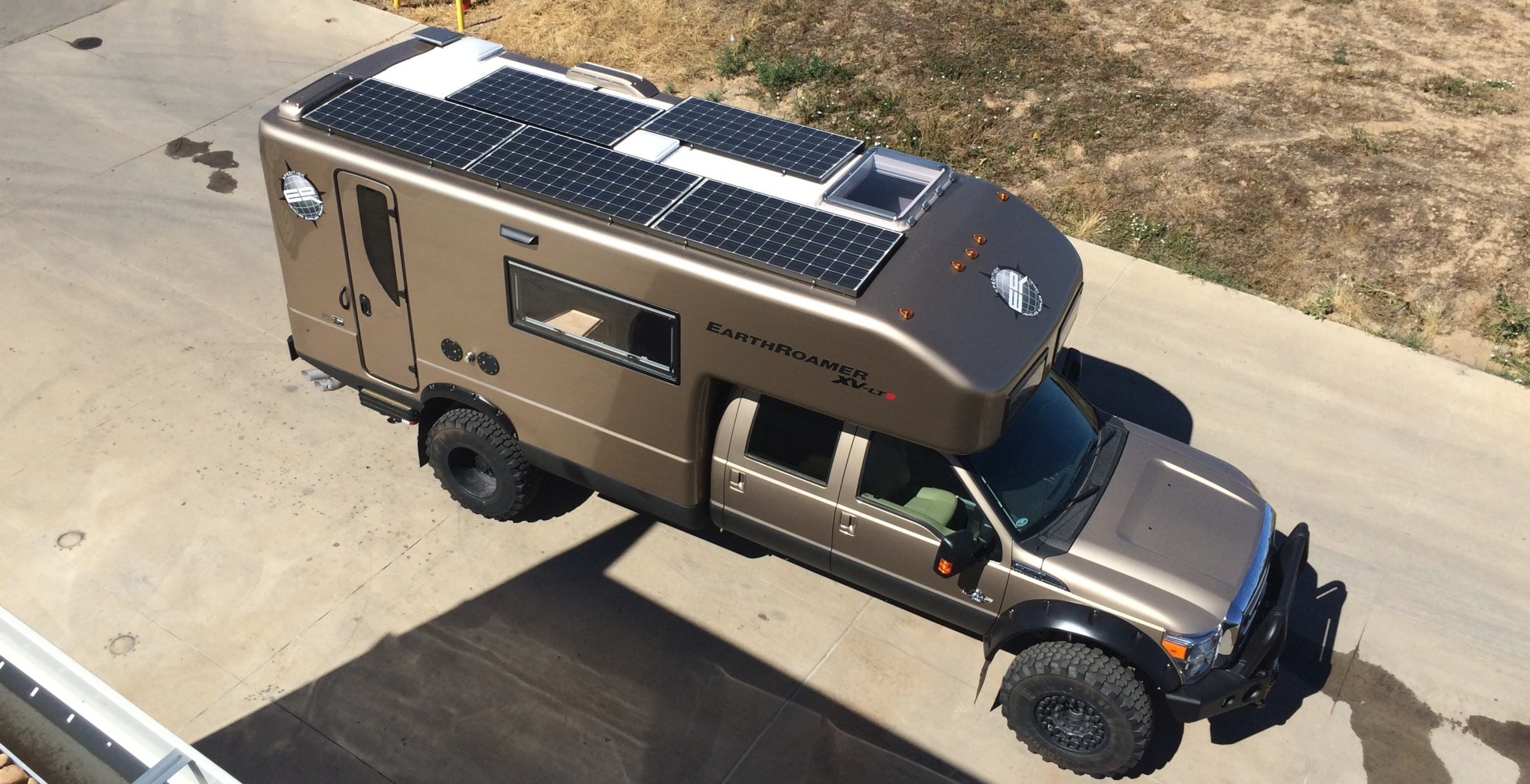 hight resolution of earthroamer a leader in off grid expedition vehicles provides a 3 000 watt solar