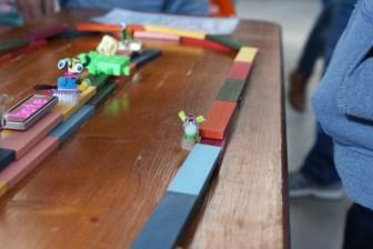 Fuzzy Racetrack for Vibrobots