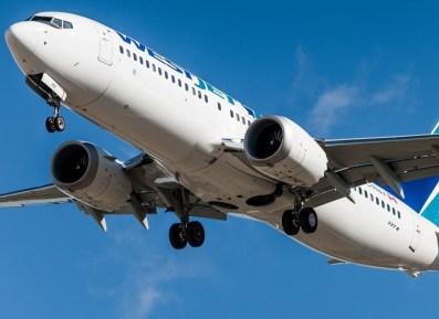 737 MAX 8