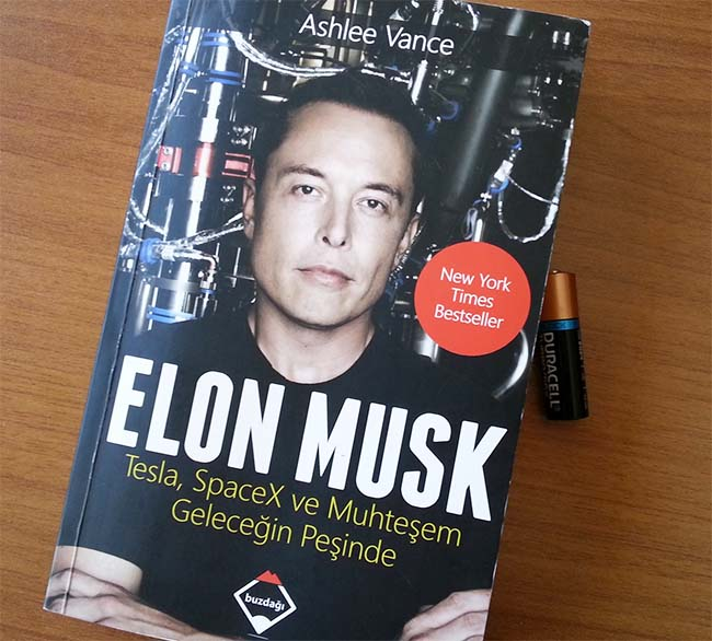 Elon Musk - Tesla, SpaceX, and the Quest for a Fantastic Future by Ashlee Vance