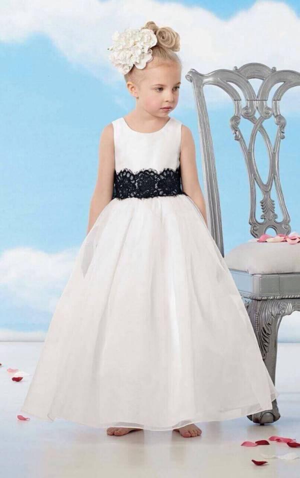 White Little Bride's dress