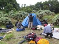 Bangun tenda di Pondok Saladah