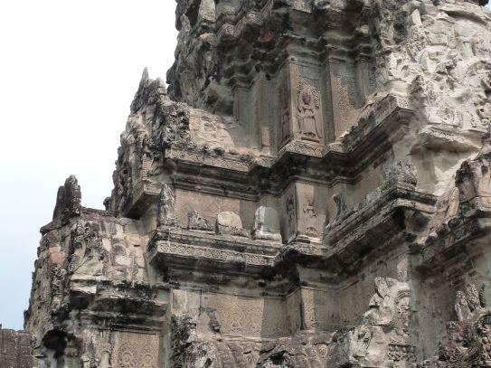 Turmdetail - überall Reliefs!