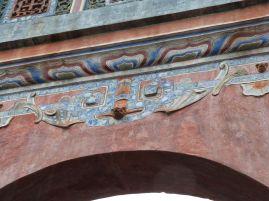 Grab von Tu Duc - Fledermaus an einem Torbogen