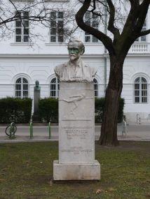 Siegfried-Marcus-Denkmal, 1932 aufgestellt
