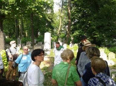 Mit der Expertin über den Friedhof