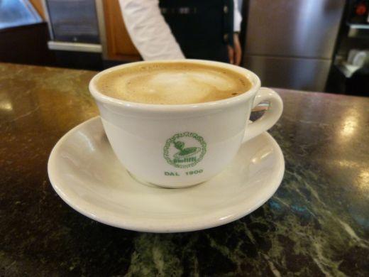 Cappuccino d'orzo bei Giolitti