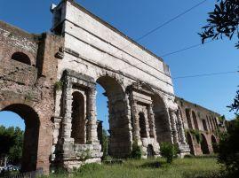 Zum Abschluß des Tages noch an die Porta Maggiore