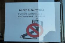 Selfie-Stick-Verbot im Museum