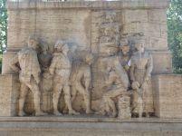 So sah das aus beim Lesen und Diskutieren der pasquinate - Relief am Sockel der Statue Giacomo Bellis in Trastevere