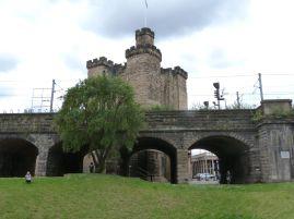 Unter dieser Burg soll das Fort von Pons Aelii liegen