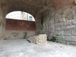 Sind das die Mauern des angeblich gut erhaltenen römischen Forts?
