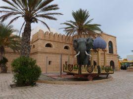 Künstliche Medina mitsamt Elefant in Yasmine