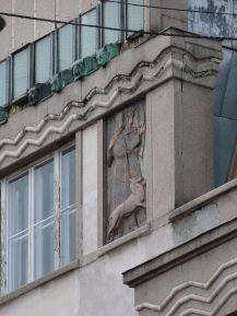 Bronzetierköpfe und Reliefs in Art Déco