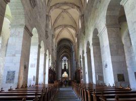 Im Innern der romischen Stiftskirche