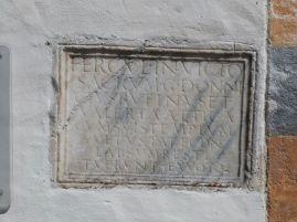 Die Inschrift zeugt von der Renovierung eines Herculestempels