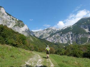 Wanderung auf den Almen hinter der Heiliggeist-Kirche in Javorca