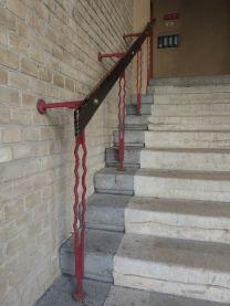 Durchaus moderne Details: Treppengeländer im Reumannhof