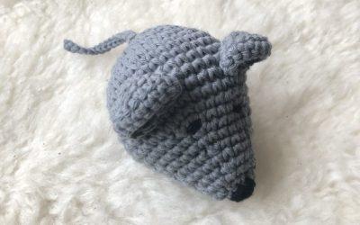 Hæklet mus til sangkuffert