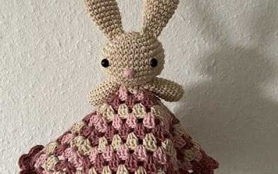 Hæklet nusseklud med kanin