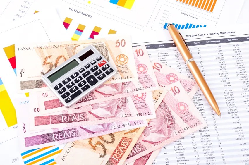 expanding business internationally The benefits to expanding your business into foreign markets includes increased sales, more profits and improved competitiveness going global may also reduce your dependency on domestic markets.