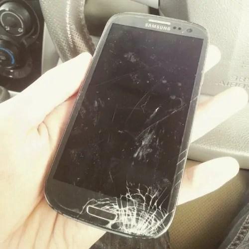Skrin Samsung S3 retak
