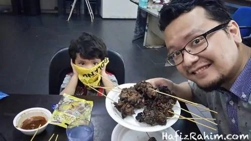 Hafiz Rahim Makan Satay Tulang