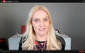 Screenshot einer blonde Frau mit einem starken Ausdruck im Gesicht.