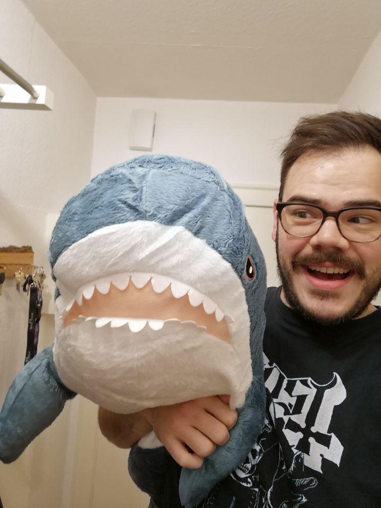Benni macht ein Selfie mit seiner neuen Freundin Haike