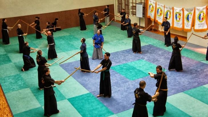 Pratique sur le tatami du dojo Masséna