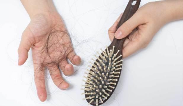 أهم أسباب تساقط الشعر للرجال والنساء وهل تنفع عملية زراعة الشعر ؟