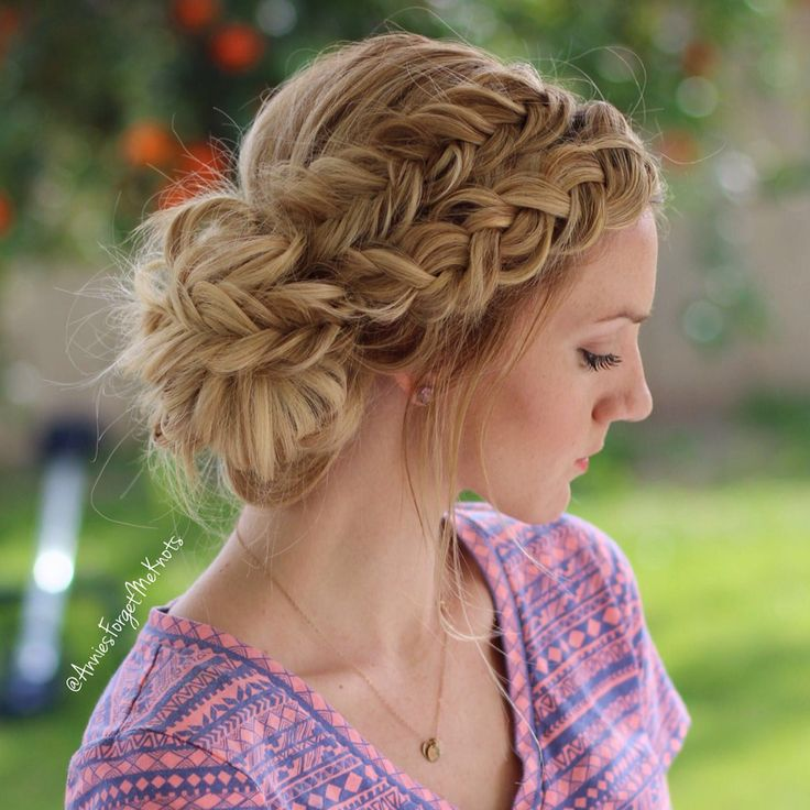 Every High School Girl Should Try These Prom Updos For