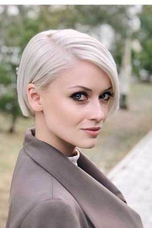 Blonde-Hair For a Different Style: Blunt Bob Haircuts