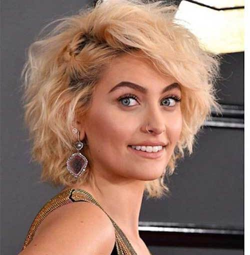 Messy-Wavy For a Different Style: Blunt Bob Haircuts