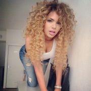 blonde curly hair - colar