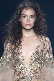 runway hairspiration flirty curly