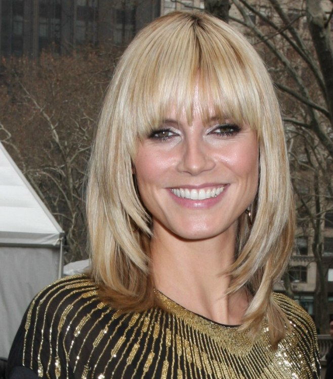 Male Haircuts For A Round Face Heidi Klum With Her Hair Cut Just Over The Shoulders