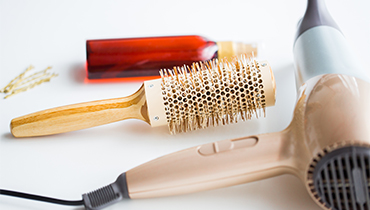 hairdryer-brush-hot-styling-hair-spray-and-pins-PK2PB2V