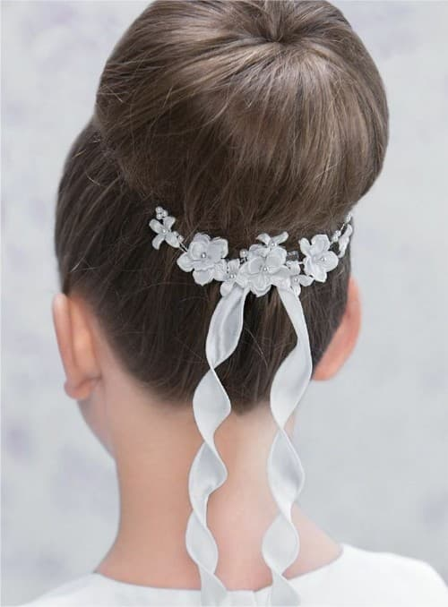 Perfect Bubble Bun Hairstyle For Communion