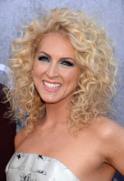 5 appealing curly hairstyles